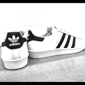 Adidas Youth Superstar Sneakers Size 6